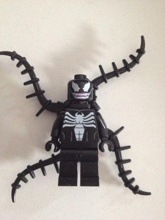 Imágenes de lego marvel super heroes venom y la antorcha humana se